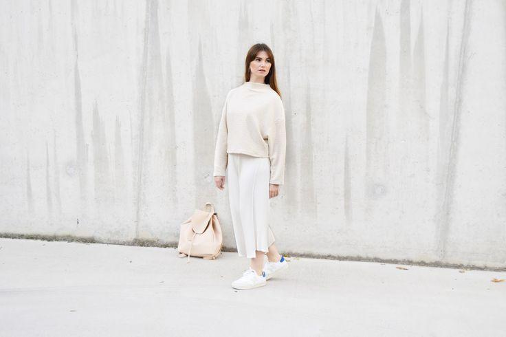 Minimal white outfit #newbalance #whiteoutfit #minimal