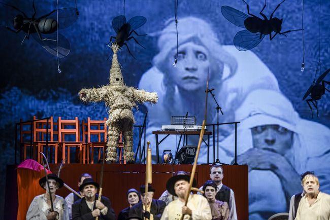 Národní divadlo Brno 2013/2014 - Veselka - scéna Tomáš Rusín - kostýmy: Zuzana Štefunková-Rusínová