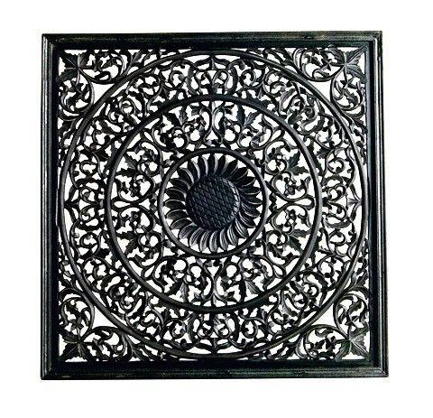 Väggdekoration/tempeltavla i svart patinerat trä. Jättesnygg som sänggavel, tavla eller som stuckatur i taket.Svart trä, 915x915 mm.
