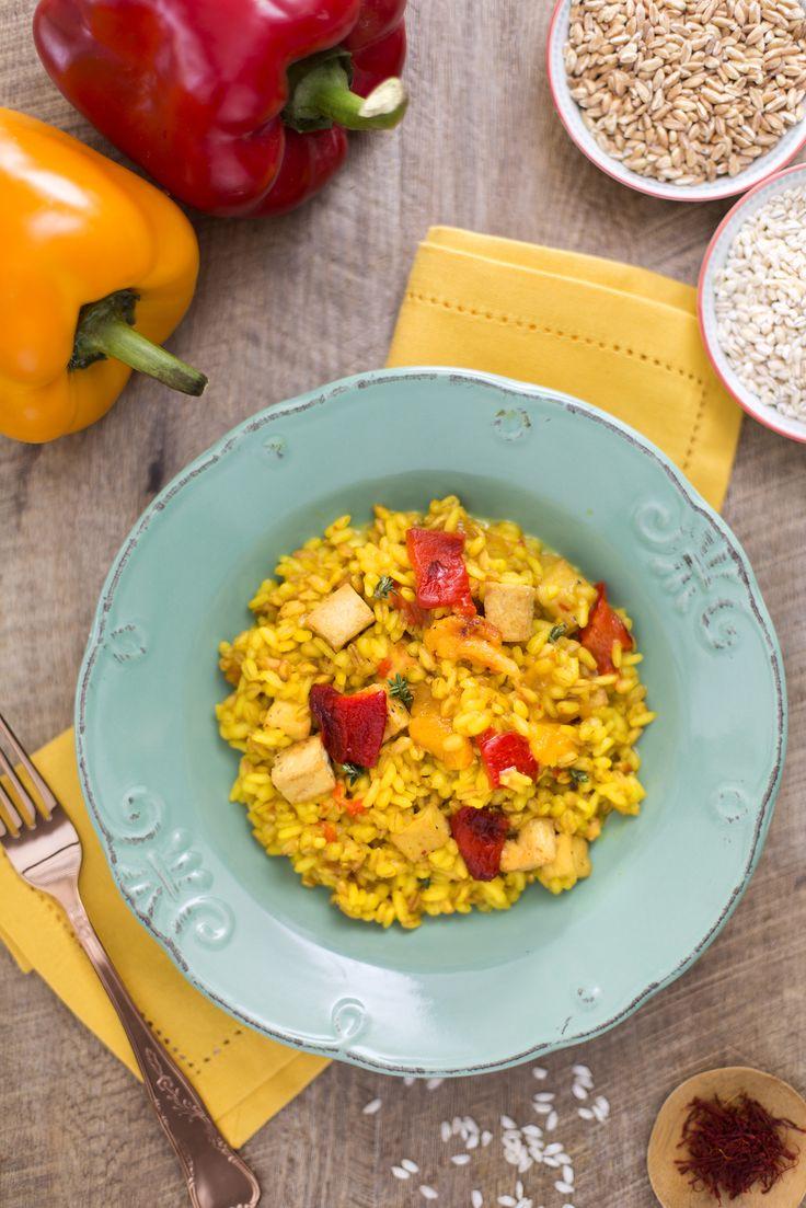 #Riso #orzo e #farro in #salsa di #peperoni e #tofu! Un piatto colorato e…