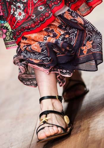 Estate 2015- Valentino - sandali ultrapiatti con temi marini. Di classe