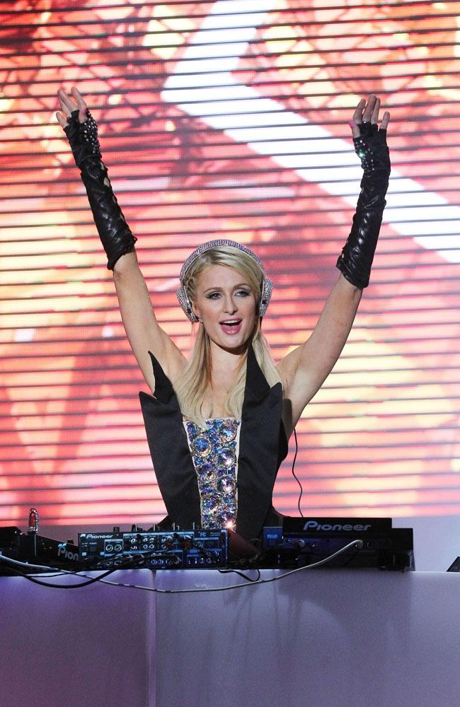 Paris Hilton tries her hand at DJing!