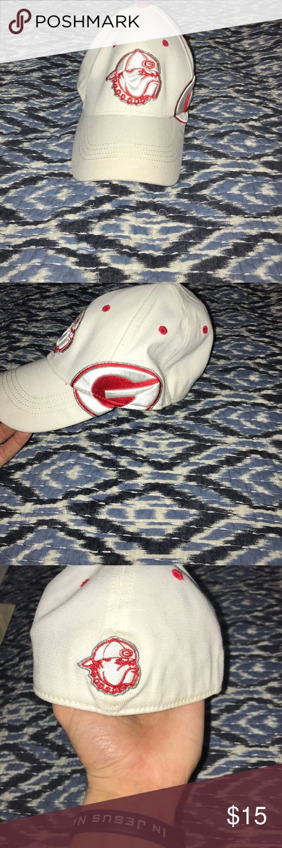 Georgia Bulldogs Hat Georgia Bulldogs hat, good condition. Top of the World Accessories Hats