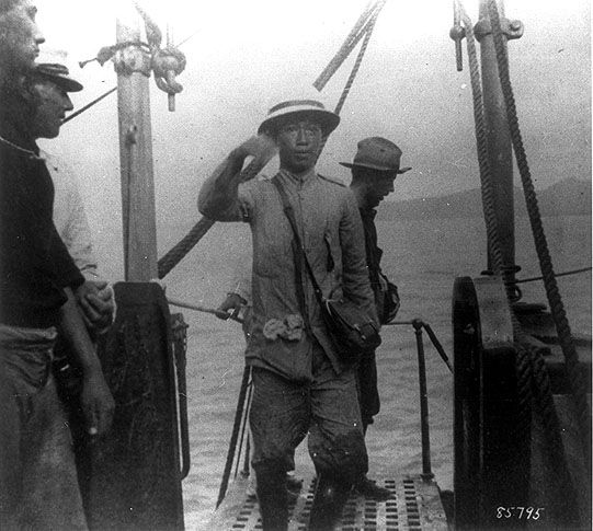 This pictures show Emilio Aguinaldo being captured by the Americans since he was acting out as a rebel in the fight for Philippine Independence.