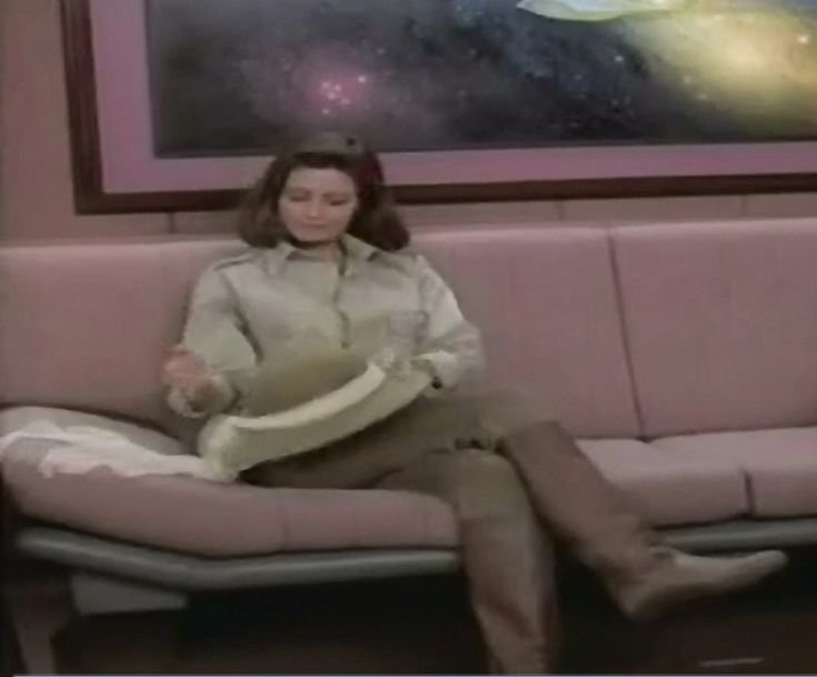 Jennifer Hetrick as Vash in ST TNG Qpid 04