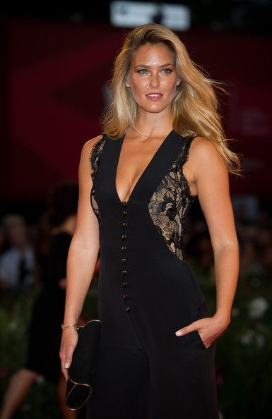 """Bar Refaeli Photos - Model Bar Refaeli attends the """"Carnage"""" premiere at the Palazzo Del Cinema during the 68th Venice Film Festival on September 1, 2011 in Venice, Italy. - """"Carnage"""" Premiere - 68th Venice Film Festival"""