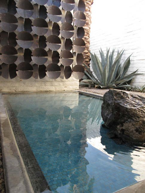 Photo: http://www.desiretoinspire.net/blog/2011/11/21/darren-brown-and-mid-century-modern.html Blue agave balances this poolside composition of water, rock and metal wall sculpture. #agave_blue #succulents_blue