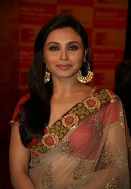 Google Image Result for http://fashionuks.com/wp-content/uploads/2011/08/Rani-Mukherjee-in-Georgette-Saree-blouse.jpg