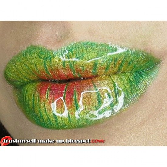 Awesome Poison Ivy lips! They definitely look poisonous.