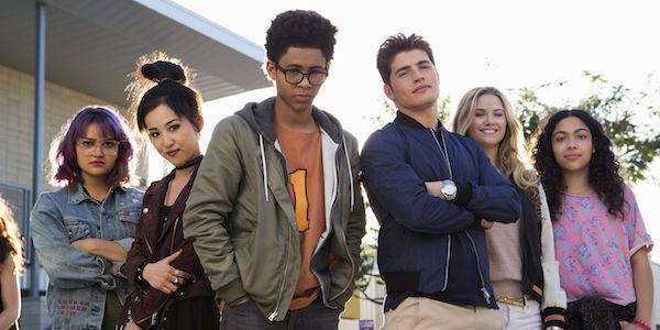 How Hulu's Runaways Compares To Other Marvel Superhero TV Shows #FansnStars