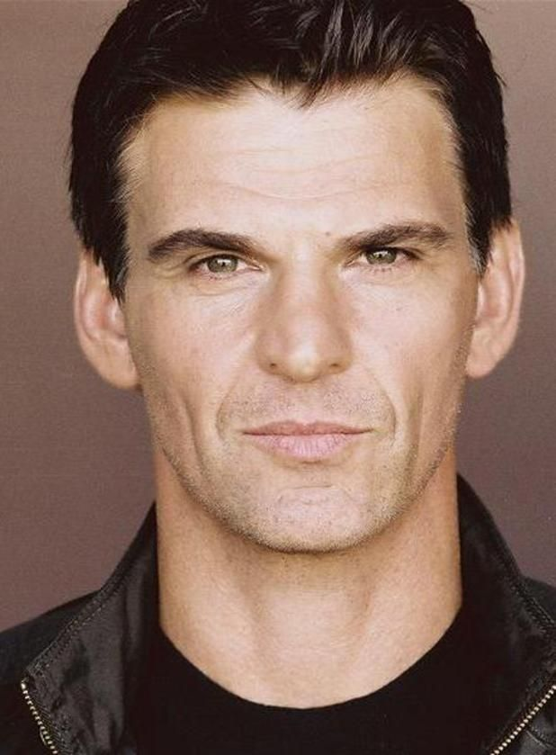 Robert Preston, played by Tristan Gemmill. The ex-husband of Tracy Barlow who has returned to the street, and is now employed as chef at Nick's Bistro.
