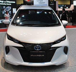 Toward the end of last year, the Tokyo Motor Show, Toyota disclosed the organization of some of its new models. Among them are discovered and the 2014 Toyota Aqua Hybrid, one of the more modest cross breed autos with different energetic lines.