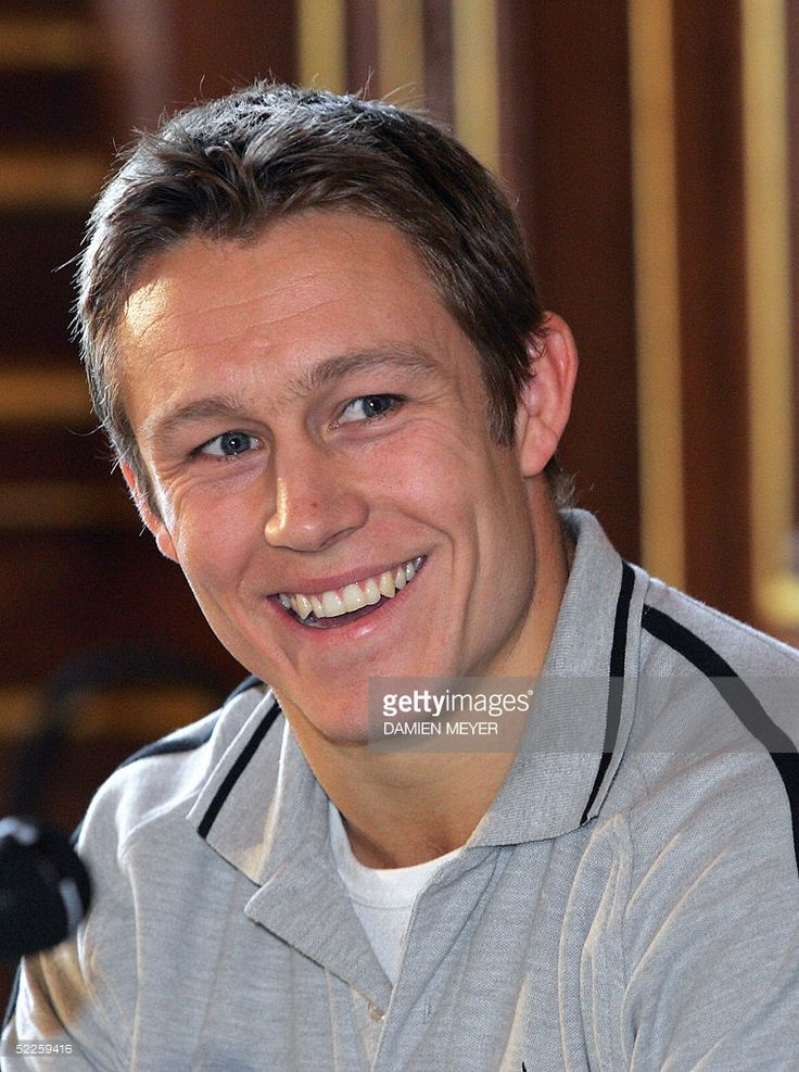 Newcastle's rugby player Jonny Wilkinson poses, 01 March 2005 in Paris during a press conference ahead of the Heineken European Cup quarter-finals Stade Francais vs Newcastle at the Parc des Princes, 02 April 2005.