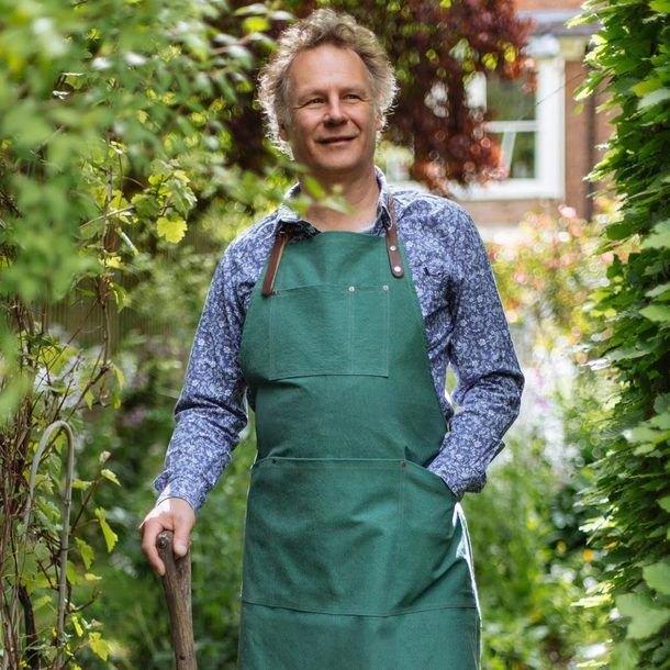 Ideal for wearing when gardening, this hard-wearing cotton canvas apron with vegetable-tanned leather neck and waist straps is handcrafted in England and comes with a lifetime guarantee.
