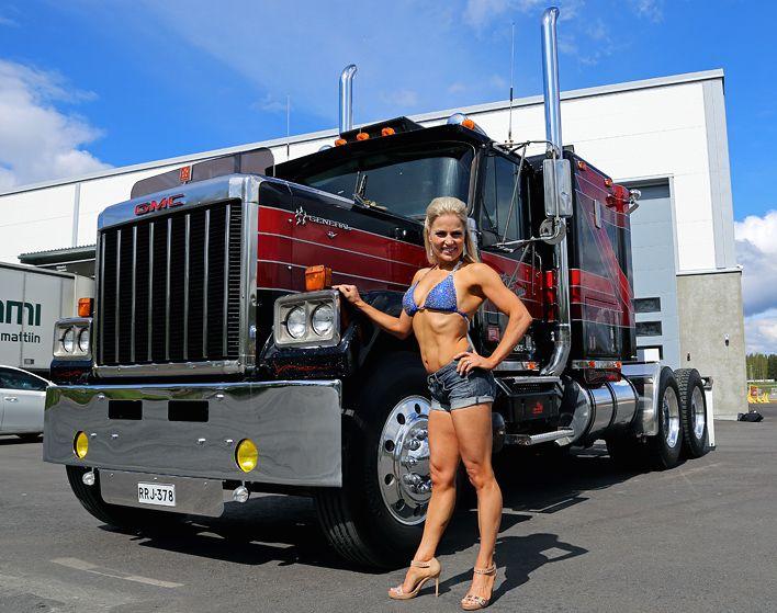 Wemon And Trucks 51