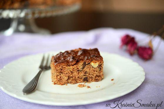Ciasto czekoladowe z prażonymi jabłkami i bakaliami | W Krainie Smaku