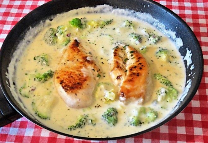 Brokkolis csirke parmezános szósszal recept képpel. Hozzávalók és az elkészítés részletes leírása. A brokkolis csirke parmezános szósszal elkészítési ideje: 30 perc