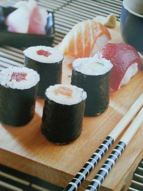 Ingredientes: Aliño de arroz para Sushi -240gr de vinagre de arroz -80gr de azúcar -40gr de sal Arroz para Sushi -Papel de hornea...