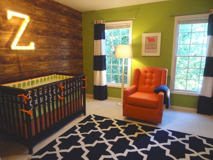 Décorer la chambre pour bébé avec des planches de grange.