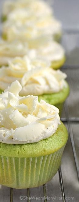 Pistachio Cupcakes Recipe shewearsmanyhats.com #pistachio #cupcakes