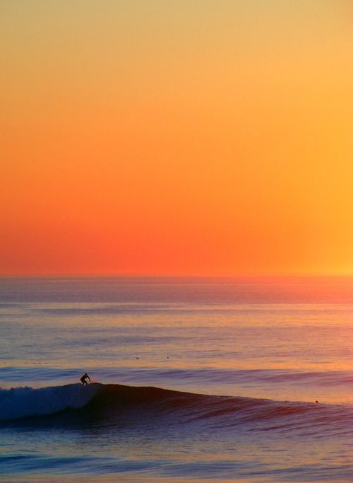 Sundown surfing.Orange Food, Ocean Beach, Sky, Surf Up, The Ocean, Ocean Waves, Health Tips, Fast Cars, Places