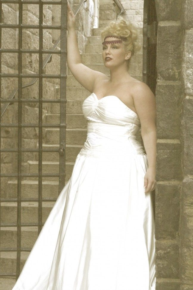 size bride narrowed down the top 3 styles of wedding dresses for plus