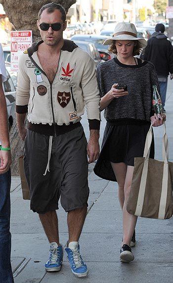 Джуд Лоу с новой возлюбленной Рут Уилсон на прогулке по Лос-Анджелесу | СПЛЕТНИК