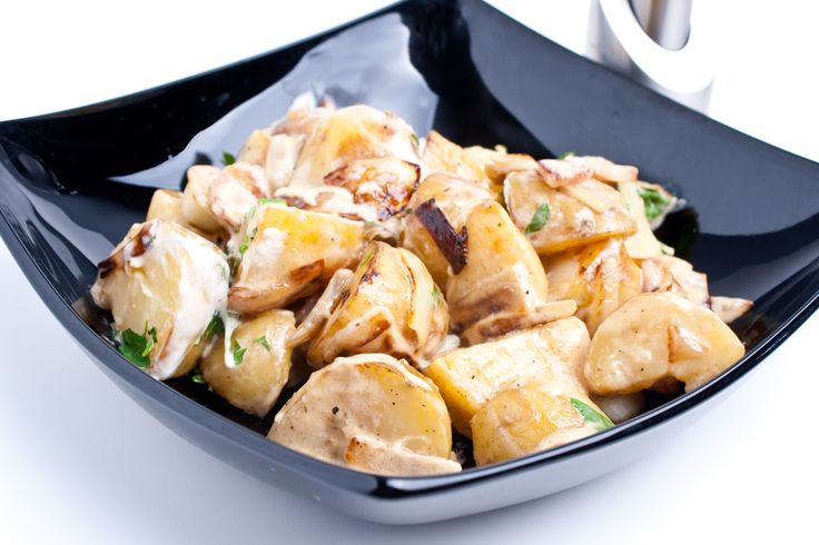 Préparation : 1. Faites cuire les pommes de terres à l'eau bouillante, à la vapeur ou au micro-ondes ; égouttez-les. Rincez-les sous l'eau froide pour arrêter la cuisson et égouttez. 2.…