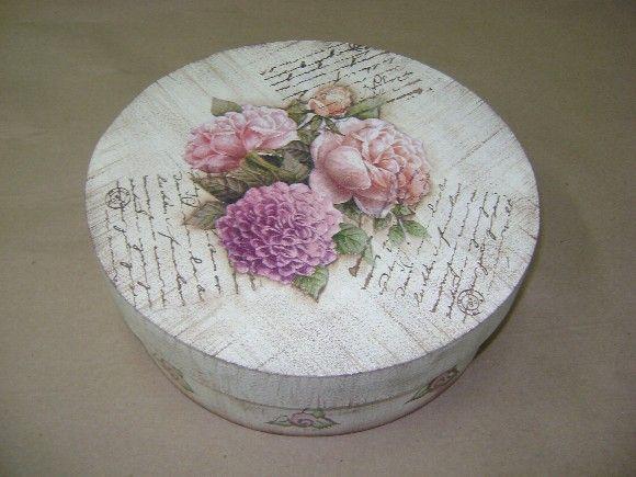 Caixa em MDF com pintura em pátina envelhecida, decoupage de gravura antigo ou floral, detalhes em carimbos. R$42,00