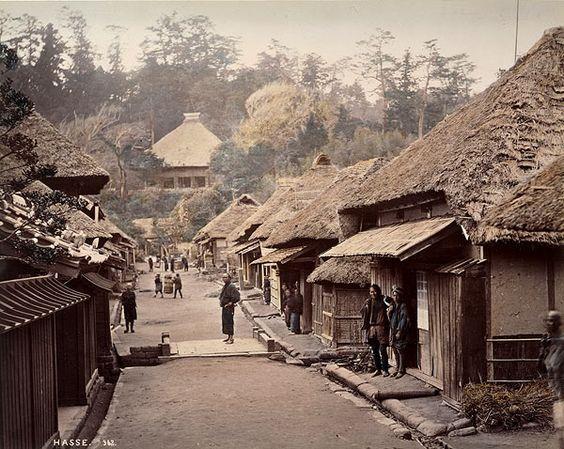 鎌倉・長谷寺近く。near Hasetera Temple in Kamakura By Beato.
