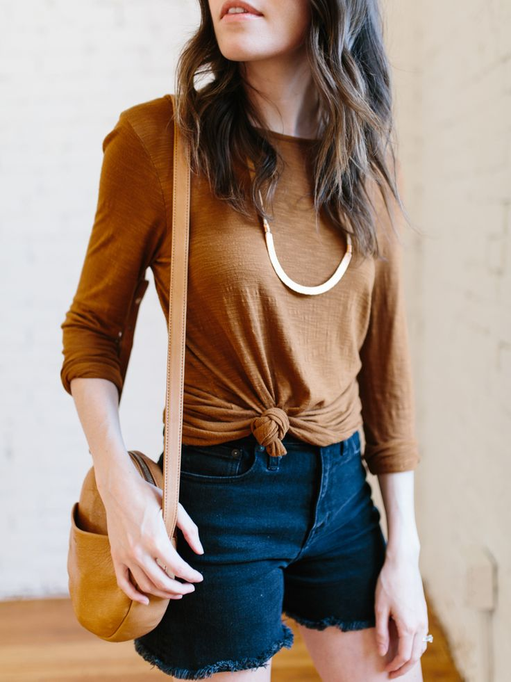 The ol' knot-the-tee trick has been on heavy rotation lately. On one hand, I lovehow it can transforma plain tee and give it a new shape. A knottedtee can define your waist and pairs reall…