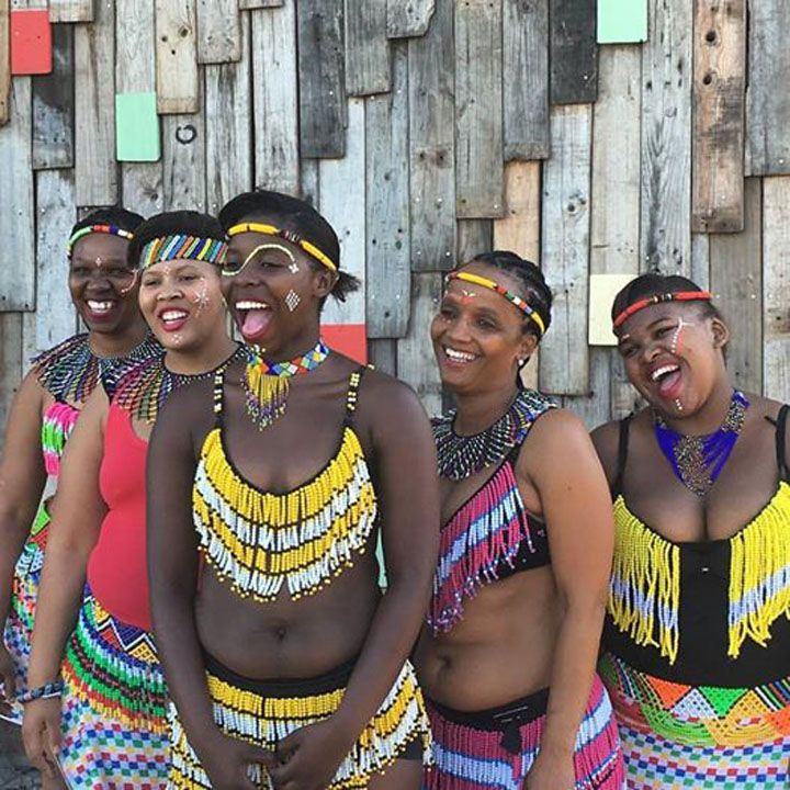 Clothes made with beads are very colorful. It is always a pleasure to see young women and girls dancing at the pace of traditional tunes.