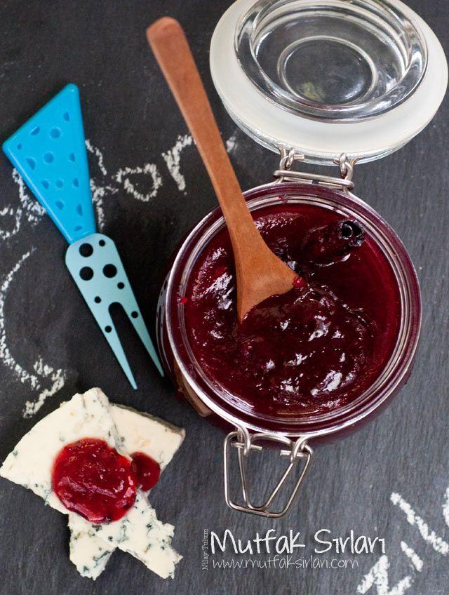 Kızılcık Marmelatı nasıl yapılır ? Ayrıca size fikir verecek 4 yorum var. Tarifin püf noktaları, binlerce yemek tarifi ve daha fazlası...