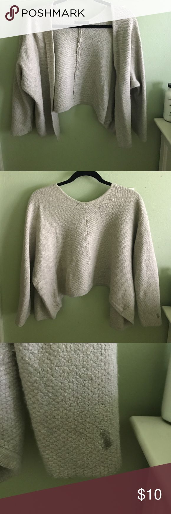 Brandy Melville Knit Cropped Sweater There is one stain and one spot of pulling but otherwise in PERFECT CONDITION! Brandy Melville Sweaters Cardigans
