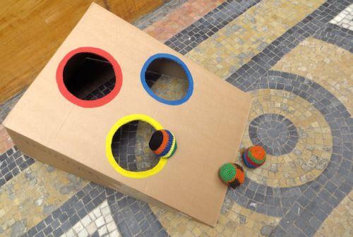Jeu de passe boules à faire soi-même avec un simple carton
