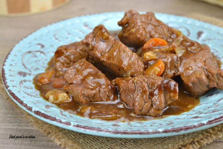 Lo SPEZZATINO DI VITELLO ALLA BIRRA è un secondo piatto davvero ricco di gusto e sapore; la sua preparazione è davvero molto semplice!