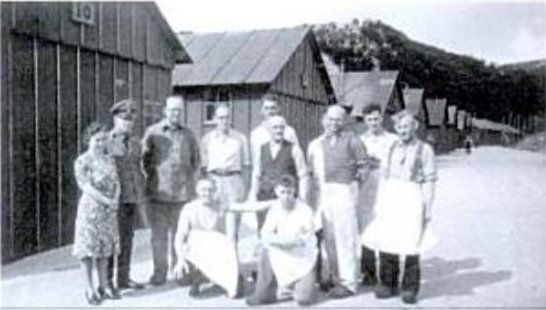 Concentration camp Schoorl. Far left, the third commander of the KZ, Berg and his wife.