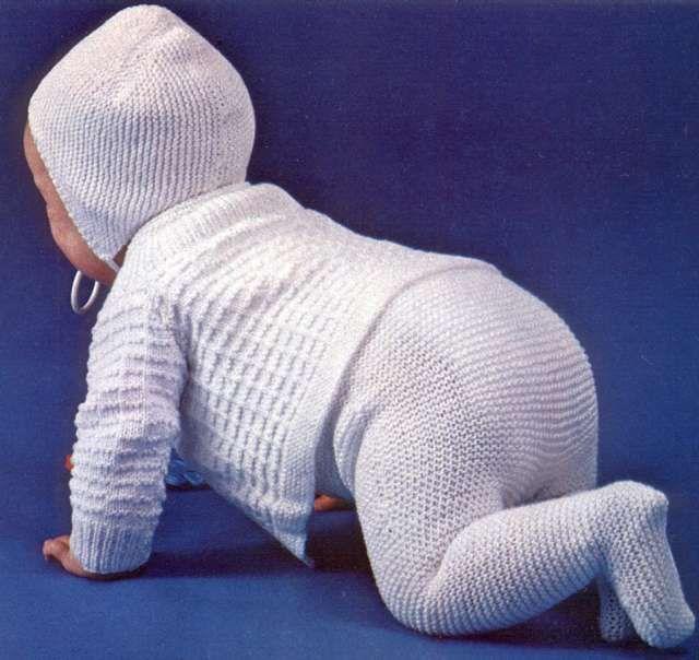 Stickade babykläder