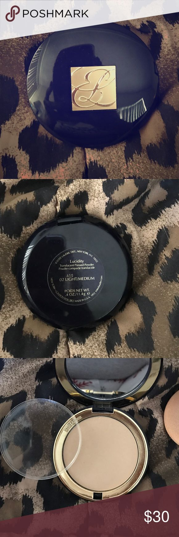 Estée Lauder Lucidity Pressed Powder 👠 NEW! Estée Lauder Translucent Pressed Powder ( Lucidity) A55 Light/ Medium/ Used 2-3x / Perfect Condition/ Will need another sponge / Clean/ Fast Shipping ✈️/ Send Offer Estee Lauder Makeup Face Powder