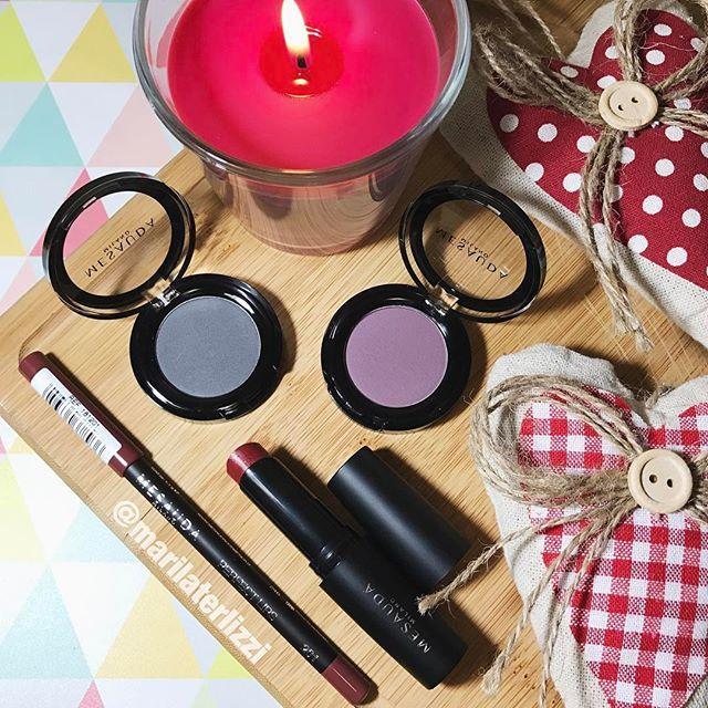 Blog dedicato al mondo del fashion, del beauty e del make up.