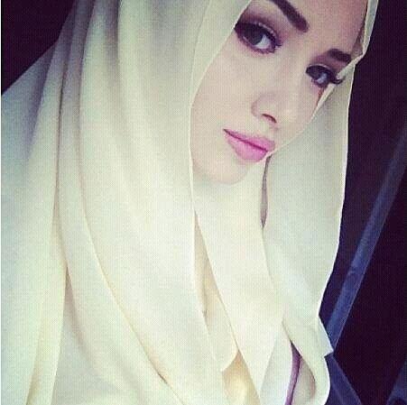 Foulard blanc Plus de modèles sur http://www.photohijab.com/foulards/