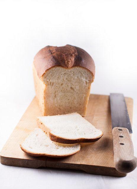 """La colazione del sabato mattina... La ricetta per questo pane è liberamente tratta da """"How to Bake"""" di Paul Holliwood... fetta di pane tostato con uno spessore imbarazzante di marmellata"""