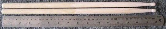 Ukuran 5A   Panjang: 40.3 cm Diameter: 15 mm Cocok untuk hampir semua jenis musik. Pop, Rock, Jazz, Fusion, Funk dll…