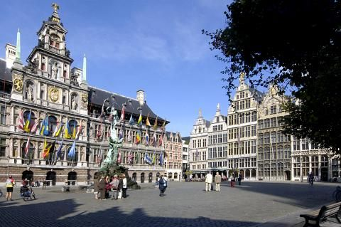 Van der Valk Hotel Antwerpen  Van der Valk Hotel Antwerpen ligt aan de rand van Antwerpen. In dit hotel geniet je in het gratis wellness center en zwembad. Het centrum van Antwerpen is met de auto en het openbaar vervoer goed bereikbaar.  EUR 79.00  Meer informatie  #vakantie http://vakantienaar.eu - http://facebook.com/vakantienaar.eu - https://start.me/p/VRobeo/vakantie-pagina