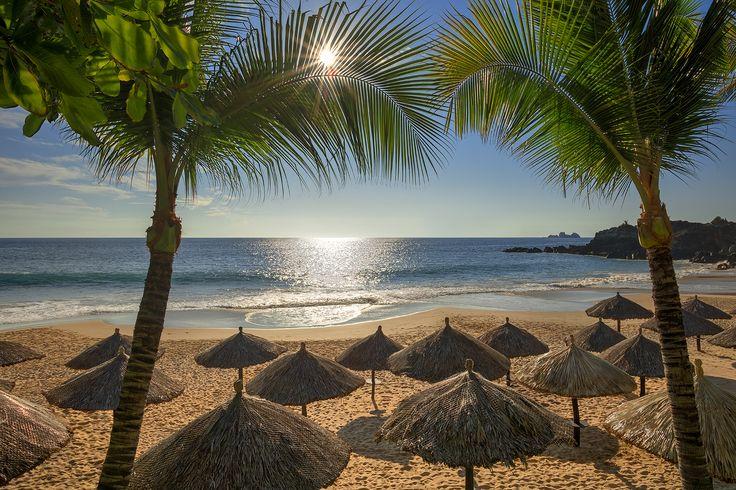 Sol, arena y mar en nuestro #VeranoBrisas #LasBrisasIxtapa.