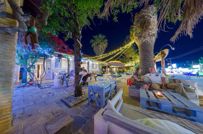 Find us in Kalamaki old town just 150metres from the famous turtle nesting beaches.  Big Al's is not your average beach bar, in fact it is so unique it's not even on a beach!! It is however packed full of quirky features including tyre swing bar seats, sofas made from recycled pallets, sunken ice buckets in the tables and jack daniels tiki lights, not to mention 'the best view on the island' and the flip flop tree!!  Drop by any time from 12:00 noon for a snack or relaxing cocktail.