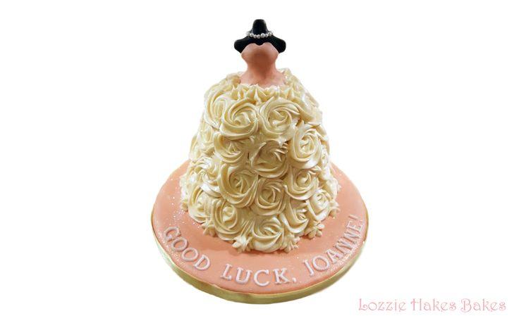 Wedding dress cake #cake #baking #cakedesign #cakedecorating  #dresscake #weddingdress #weddingdresscake #peach #carrotcake