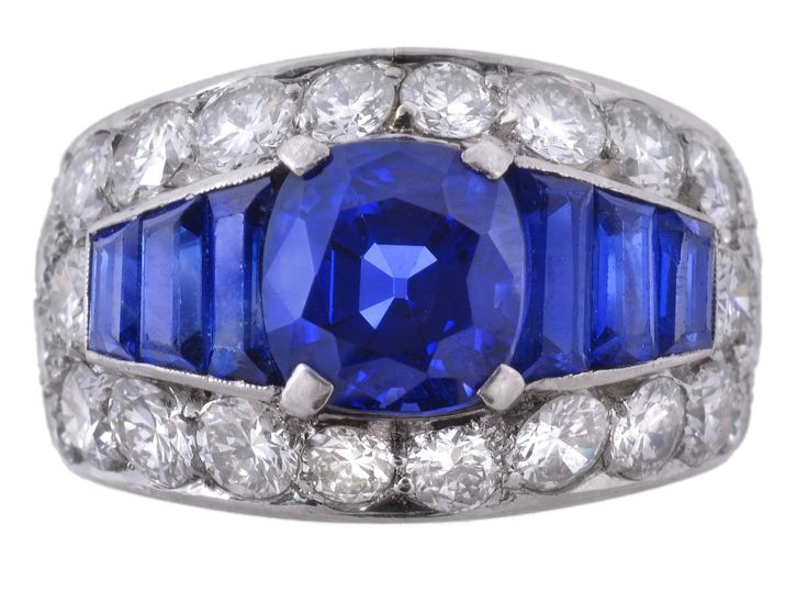 Showstopping sapphire and diamond ring by Bulgari. This impressive ring sold for £125,000 in  Dreweatts & Bloomsbury Auctions Fine Jewellery sale