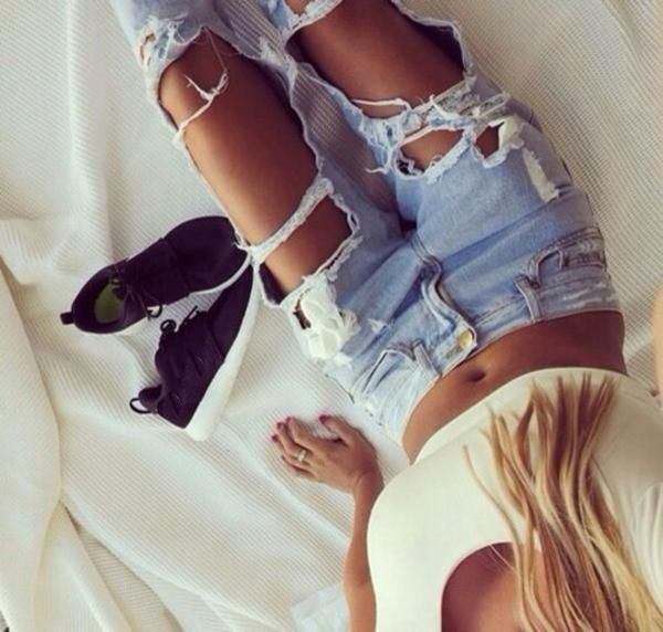 To look effortlessly stylish wear this ripped boyfriend jeans on! That will make you feel stylish and awesome. Available in S, M, L, XL. Runs small. Please make