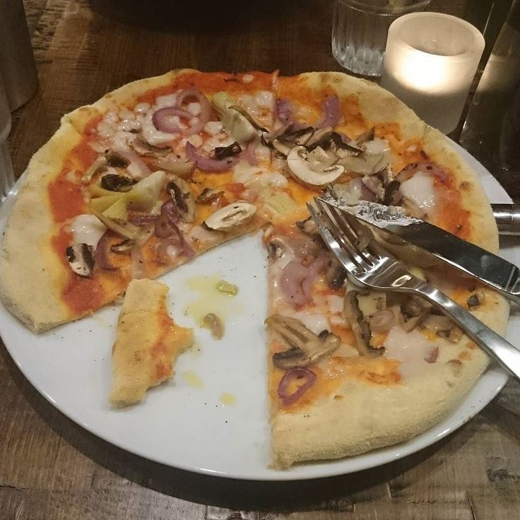 Amazing #vegan #pizza @zizzi in #Cardiff tonight I'll be back! There was even vegan desert!